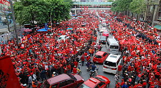 320px-2010_09_19_red_shirt_protest_bkk_09