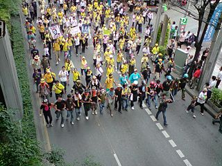 320px-PAD_rally_at_Sukhumvit_Road_2008-10-30
