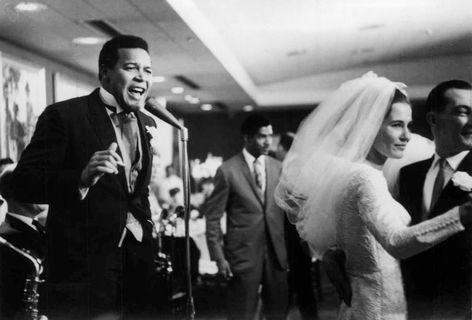 Chubby Checker singing at his wedding reception in 1964 while his bride, Catharina Lodders, dances with a guest. Photo by Jack T. Franklin. Public domain via Wikimedia