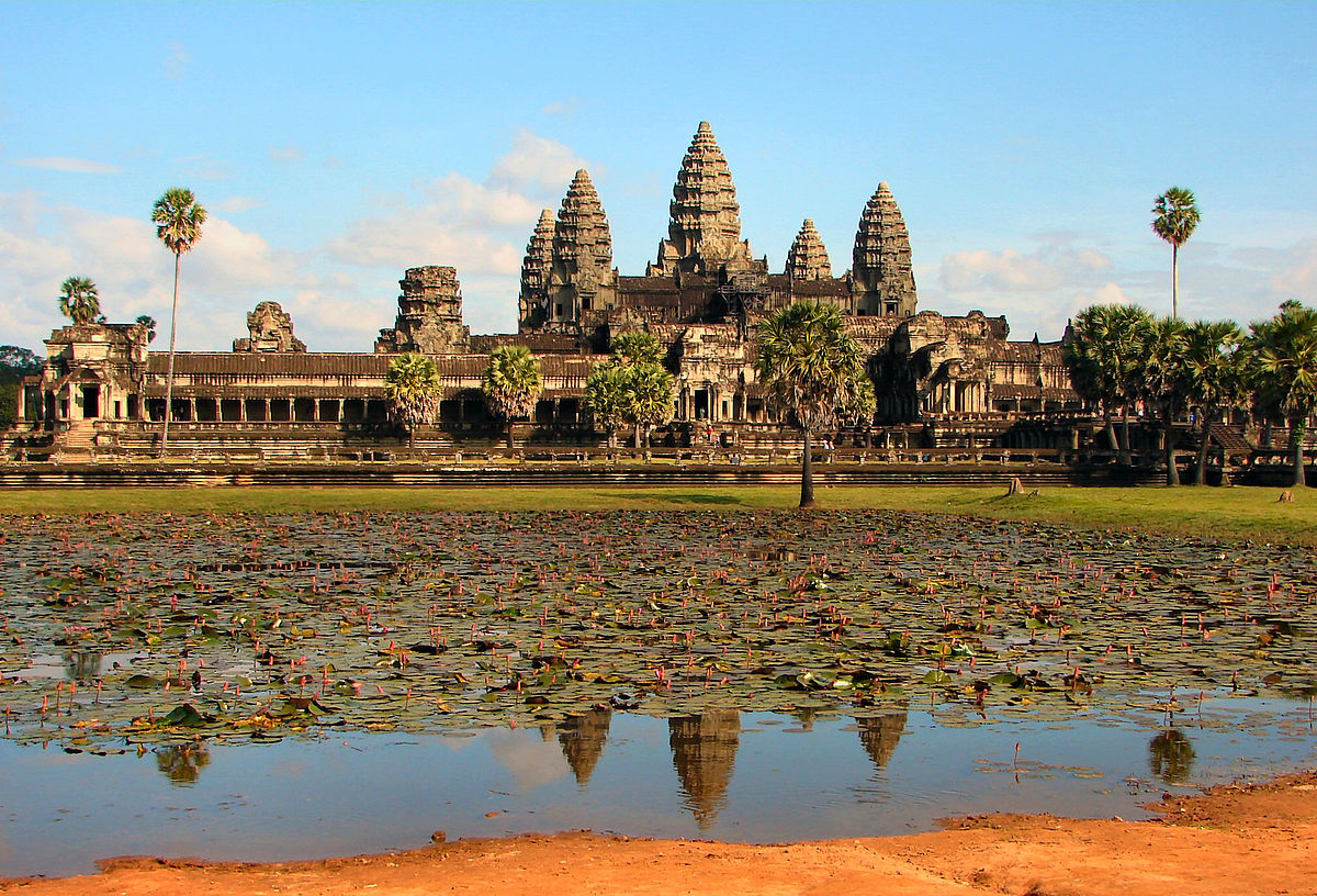 The main complex of Angkor Wat. Photo by Bjørn Christian Tørrissen via Wikipedia, Creative Commons