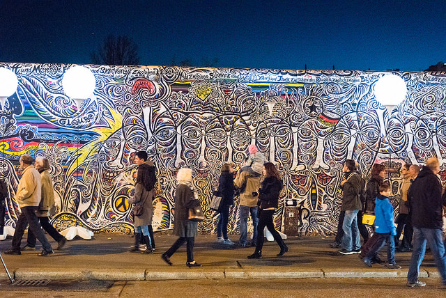 The Berlin Wall with the Lichtgrenze installation. Photo by Ramón Goeden via Flickr, Creative Commons