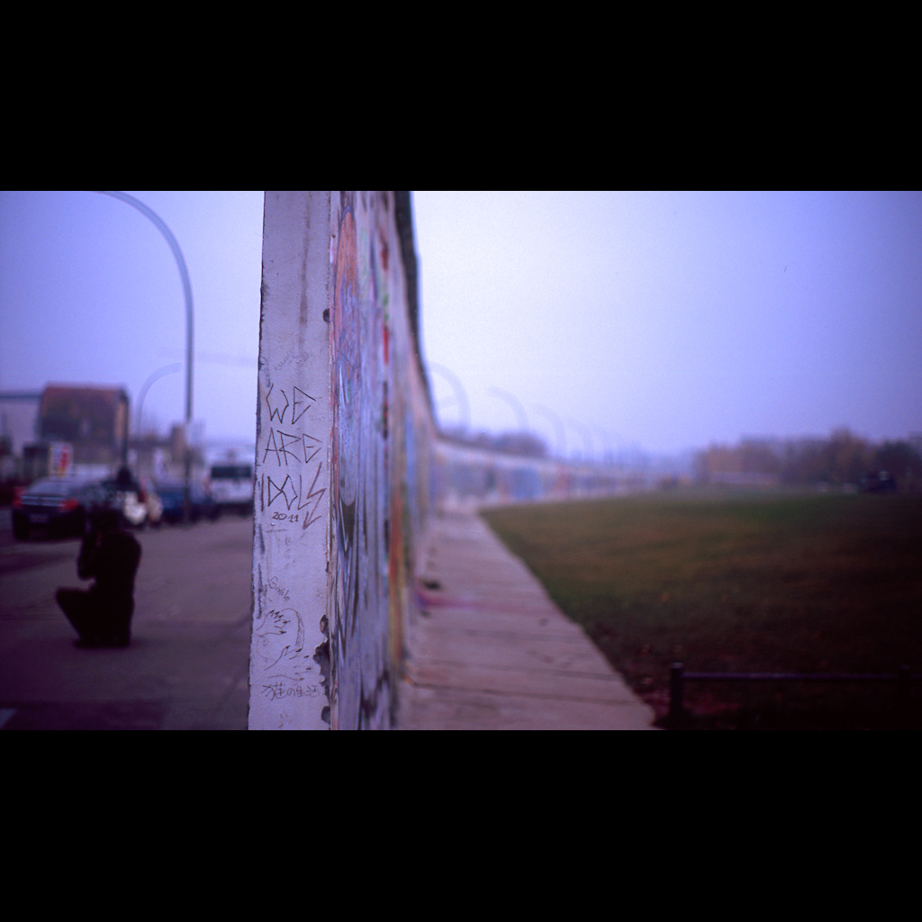 Two sides of the Berlin Wall, in 2011. Photo by Osamu Kaneko via Flickr, Creative Commons