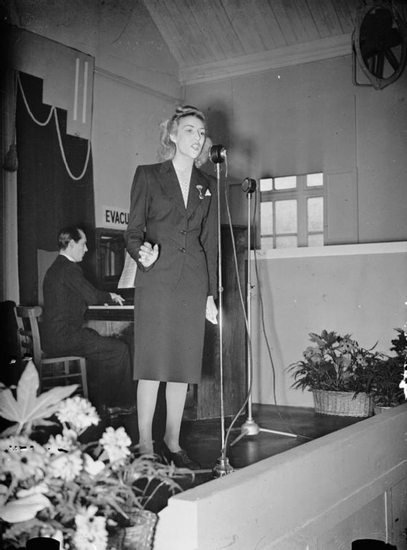 Vera Lynn singing for workers in a UK munitions factory in 1941. Photo courtesy of the Imperial War Museum, London.