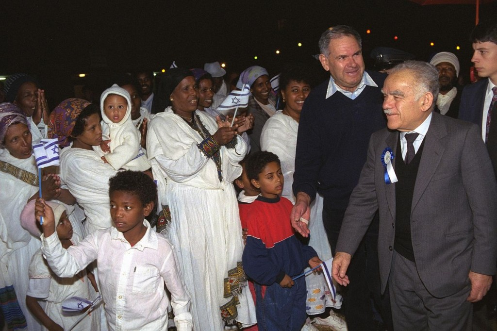 Israel's then-prime minister Yitzhak Shamir greets Ethiopian migrants to Israel in 1991. Photo: Israel government press office