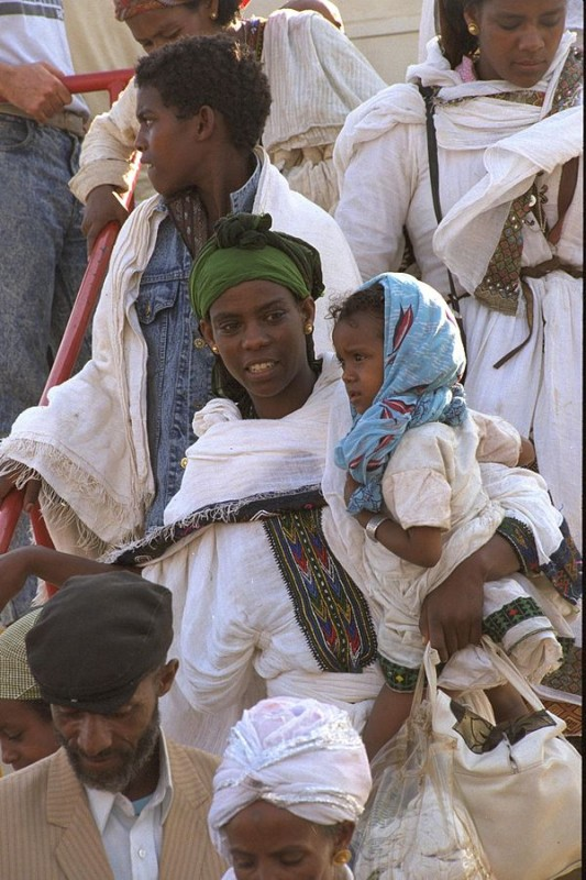 Ethiopian immigrants arriving in Israel, 1991. Photo by Israel government press office.