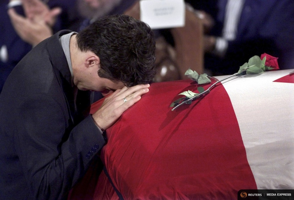 Justin Trudeau, son of former Canadian Prime Minister Pierre Trudeau, rests his head on his father's casket during a state funeral in Montreal, in an October 3, 2000 file photo. Trudeau died September 28, 2000 at the age of 80. REUTERS/Shaun Best/Files