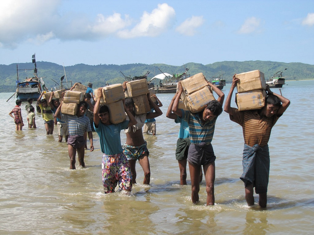 A camp near Sittwe can only be accessed by sea with boats transporting supplies . Photo: Mathias Eick, EU/ECHO, Rakhine State, Myanmar/Burma, September 2013