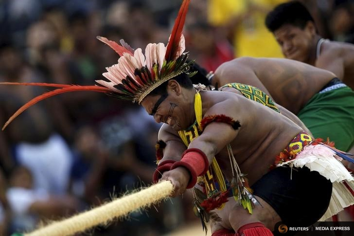 Indigenous people compete during a tug-of-war competition at the first World Games for Indigenous Peoples in Palmas, Brazil, October 25, 2015. REUTERS/Ueslei Marcelino
