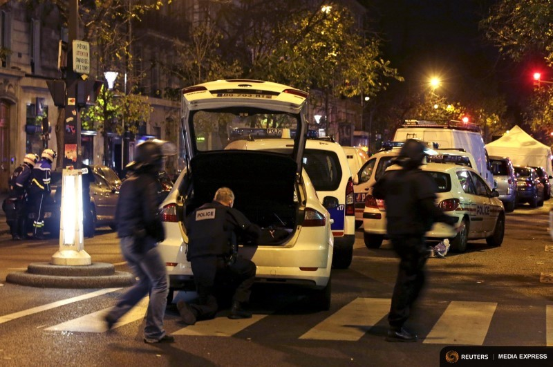 French police secure the area near the Bataclan concert hall following fatal shootings in Paris, France, November 13, 2015.  REUTERS/Philippe Wojazer
