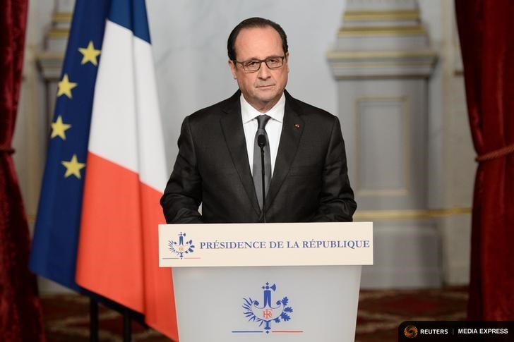 French President Francois Hollande speaks at the Elysee Palace in Paris, France, the day after a series of deadly attacks in the French capital, November 14, 2015. REUTERS/Stephane de Sakutin/Pool