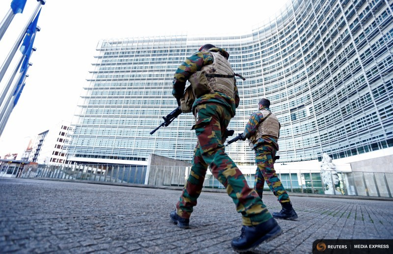 Belgian soldiers patrol outside the European Commission headquarters as police searched the area during a continued high level of security following the recent deadly Paris attacks, in Brussels, Belgium, November 23, 2015. REUTERS/Yves Herman