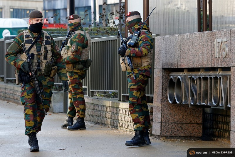 Belgian soldiers patrol outside the European Council headquarters as police searched the area during a continued high level of security following the recent deadly Paris attacks, in Brussels, Belgium, November 23, 2015. REUTERS/Yve Herman