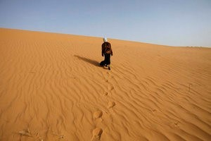 A girl walks near Ouled Said ksar, a fortified village on the outskirts of the Sahara oasis town of Timimoun, Algeria, in this March 24, 2008 file photo. REUTERS/Zohra Bensemra/Files
