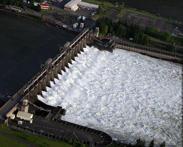 By LostChainAerial view of the Bonneville spillway. Photo by LostChain via Wikipedia/Creative Commons