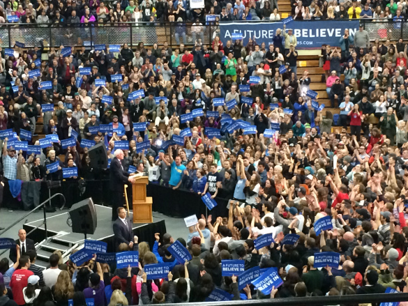 Thousands turned out in Vancouver, Washington to hear Bernie Sanders. © Rod Mickleburgh 2016
