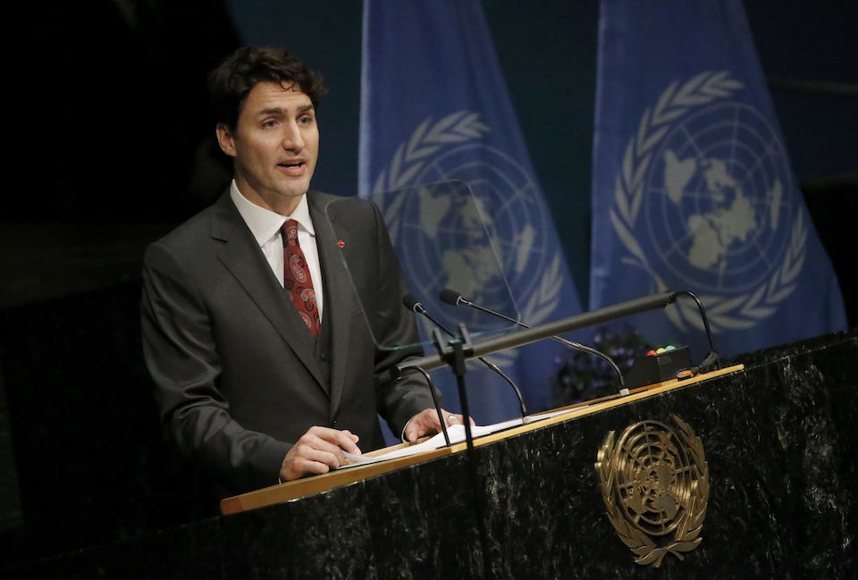 Canadian Prime Minister Justin Trudeau delivers his remarks during the signing ceremony on climate change held at the United Nations Headquarters in Manhattan, New York, U.S., April 22, 2016.   REUTERS/Carlo Allegri