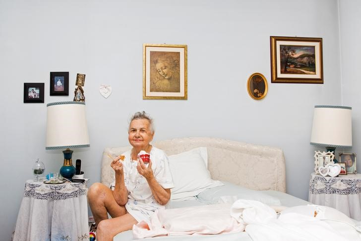 Marisa Vesco eats ice cream in her bed in Cossato, Italy, June 30, 2015. Marisa suffered from liver cancer and a loss of appetite during the last months of her life; eating ice cream was one of her few pleasures. REUTERS/Gaia Squarci