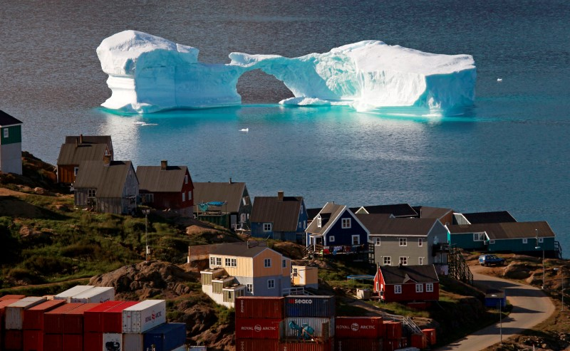 An iceberg floats near a harbour in the town of Kulusuk, east Greenland August 1, 2009. Picture taken August 1. REUTERS/Bob Strong