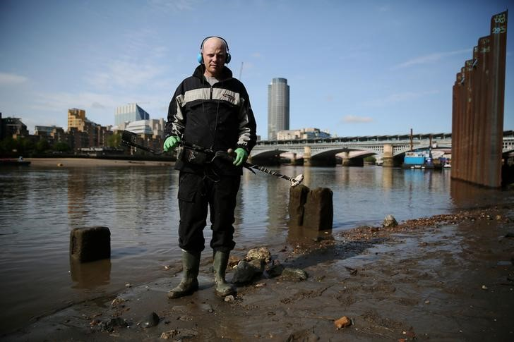 Mudlark Matthew Goode poses for a portrait on the bank of the River Thames in London, Britain May 22, 2016. REUTERS/Neil Hall