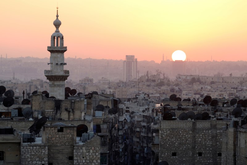 The sun sets over Aleppo as seen from rebel-held part of the city, Syria October 5, 2016.  REUTERS/Abdalrhman Ismail