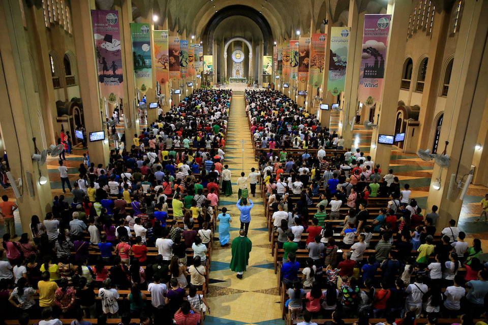 Filipino Catholic devotees attend a regular mass at a National Shrine of Our Mother of Perpetual Help in Baclaran, Paranaque city, metro Manila, Philippines September 18, 2016. REUTERS/Romeo Ranoco