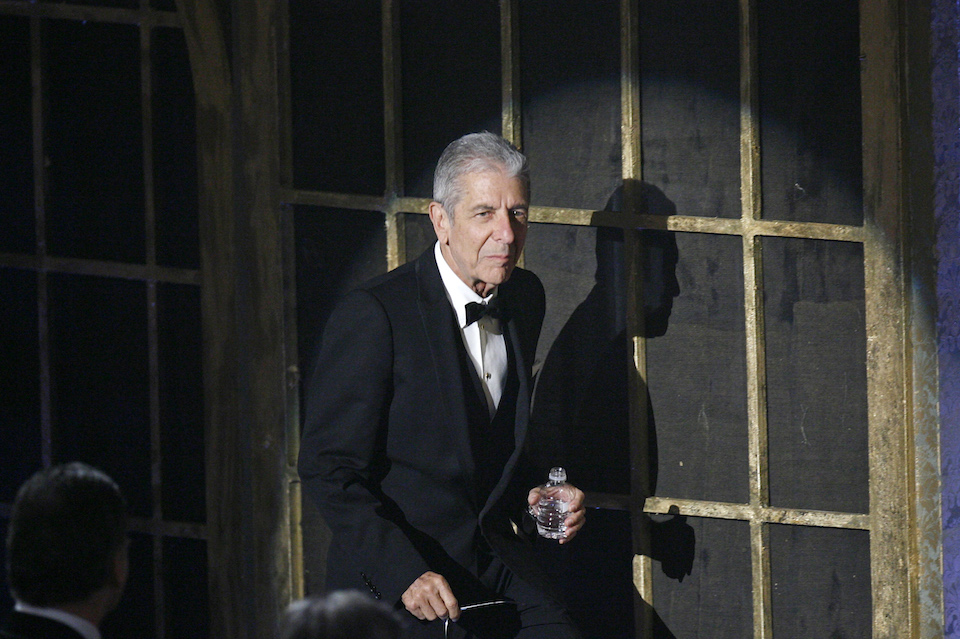 Leonard Cohen walks to the stage as he is inducted during the 23rd annual Rock and Roll Hall of Fame induction ceremony at the Waldorf Astoria Hotel in New York March 10, 2008. REUTERS/Lucas Jackson