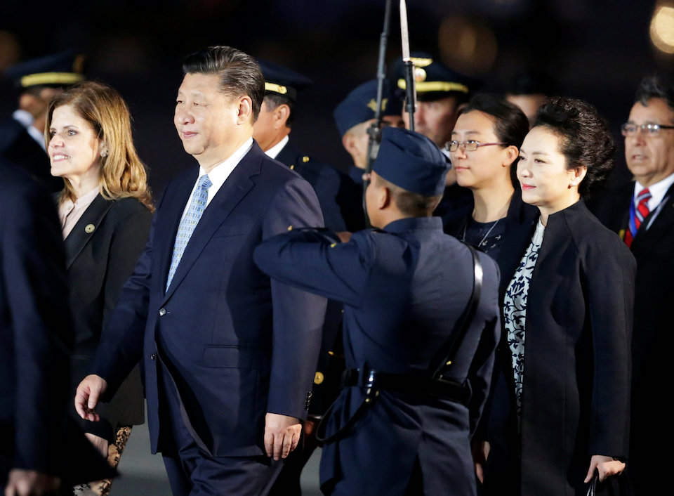 China's President Xi Jinping (2nd L) and Peru's second Vice President Mercedes Araoz (L) walk after he and his wife Peng Liyuan (2nd R) arrived for the 2016 APEC (Asia-Pacific Economic Cooperation) summit in Lima, Peru November 18, 2016. REUTERS/Guadalupe Pardo