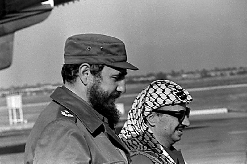 Fidel Castro and PLO leader Yasser Arafat stand together at the airport in Havana during Arafat's first visit to Cuba November 14, 1974. REUTERS/Prensa Latina