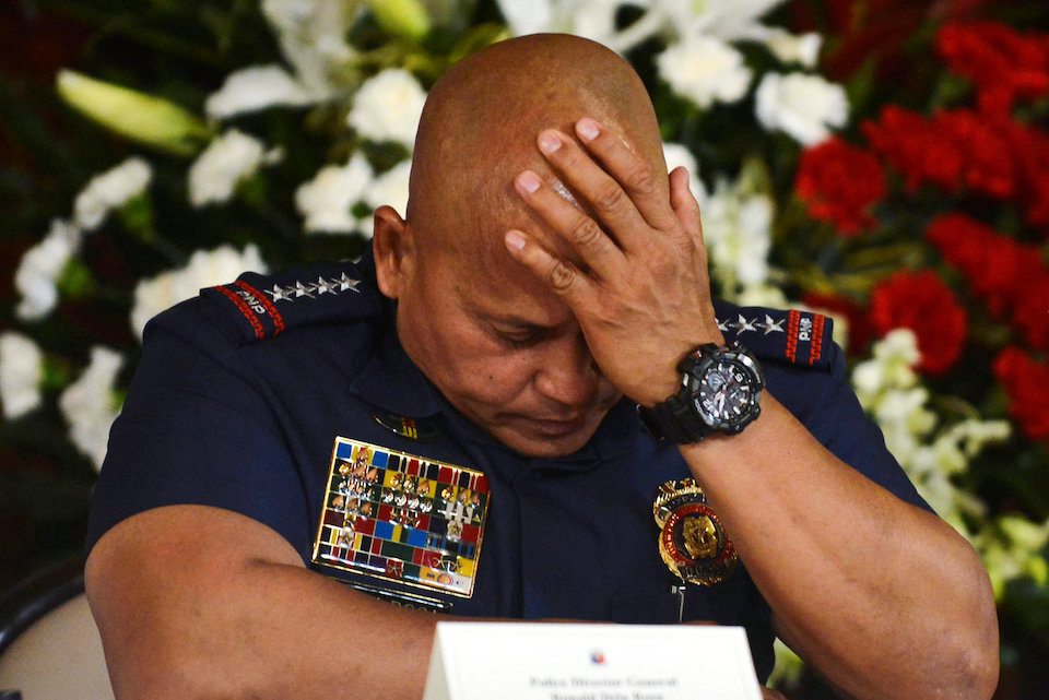 Philippine National Police chief General Ronald Dela Rosa listens as President Rodrigo Duterte announces the disbandment of police operations against illegal drugs at the Malacanang palace in Manila, Philippines January 29, 2017. Picture taken January 29, 2017.      REUTERS/Ezra Acayan